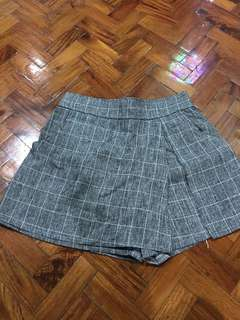 Gray culottes (mini shorts)