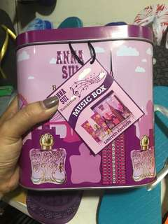 ANNA SUI ROMÁNTICA TIN GIFT SET MUSIC BOX