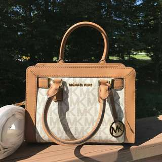 Readystock. Michael Kors Dillion Small in Vanilla Acorn