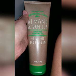 Almond and Vanila Olive oil cream
