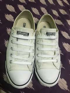 Converse White Slim ( size 6.5)