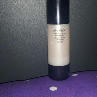 Shiseido foundation radiant lifting spf15