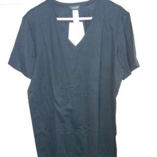 全新 男裝黑色V領短T恤 (superior 棉料) 衫長27寸 闊18.5寸 中碼 size M 欧州買入