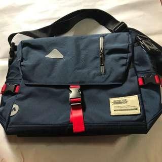 Werocker sling bag