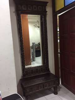 Mirror with dressing tanle