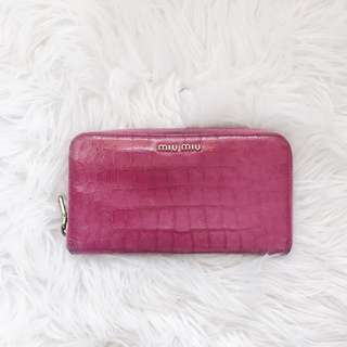 MIU MIU Croc-Effect Patent Leather Wallet (Pink)