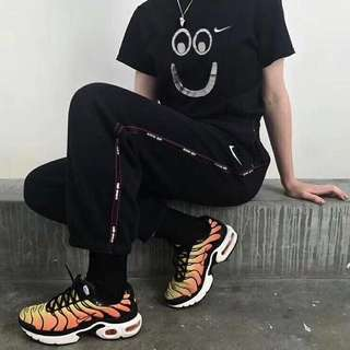 Nike big smile tee in blk or white