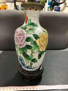 Vase (metal)