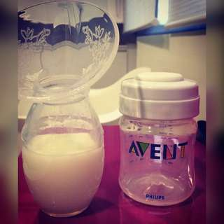 Breastpump silicone and avent breastmilk bottle