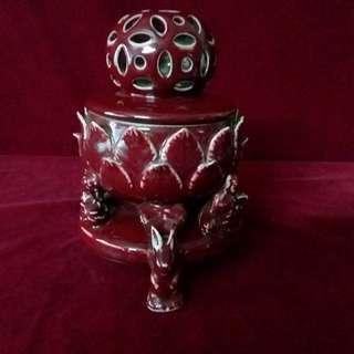 窑变红釉镂空熏炉