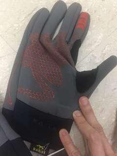 Waterproof weather gloves size medium