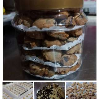Choc Chip cookies with Almond
