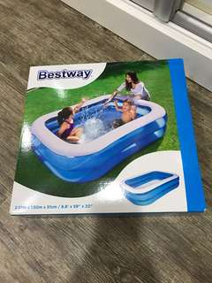 New Bestway rectangular family pool size in picture