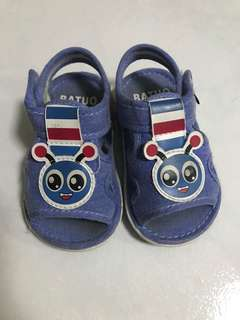 Baby squeaking Shoes 12-18m