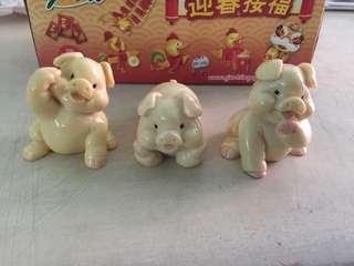 三只可爱的小猪