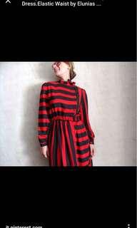 Vintage black red striped 👗 .