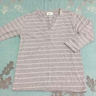 🚚 正韓純棉V領灰色條紋上衣