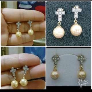 🚚 母親節禮物925純銀鍍K金 十字架耳環 硨磲貝 南洋貝寶珠