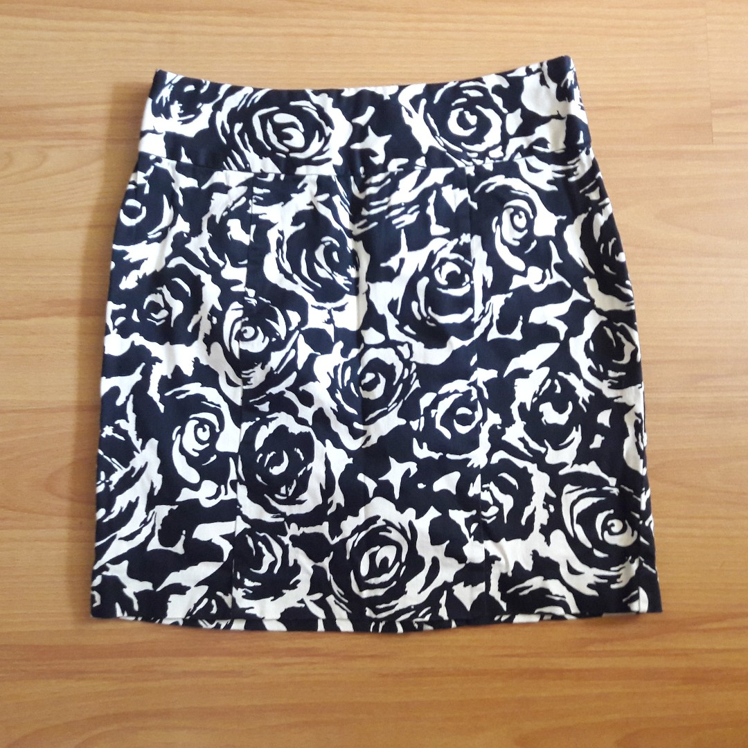 Black and white floral pencil skirt