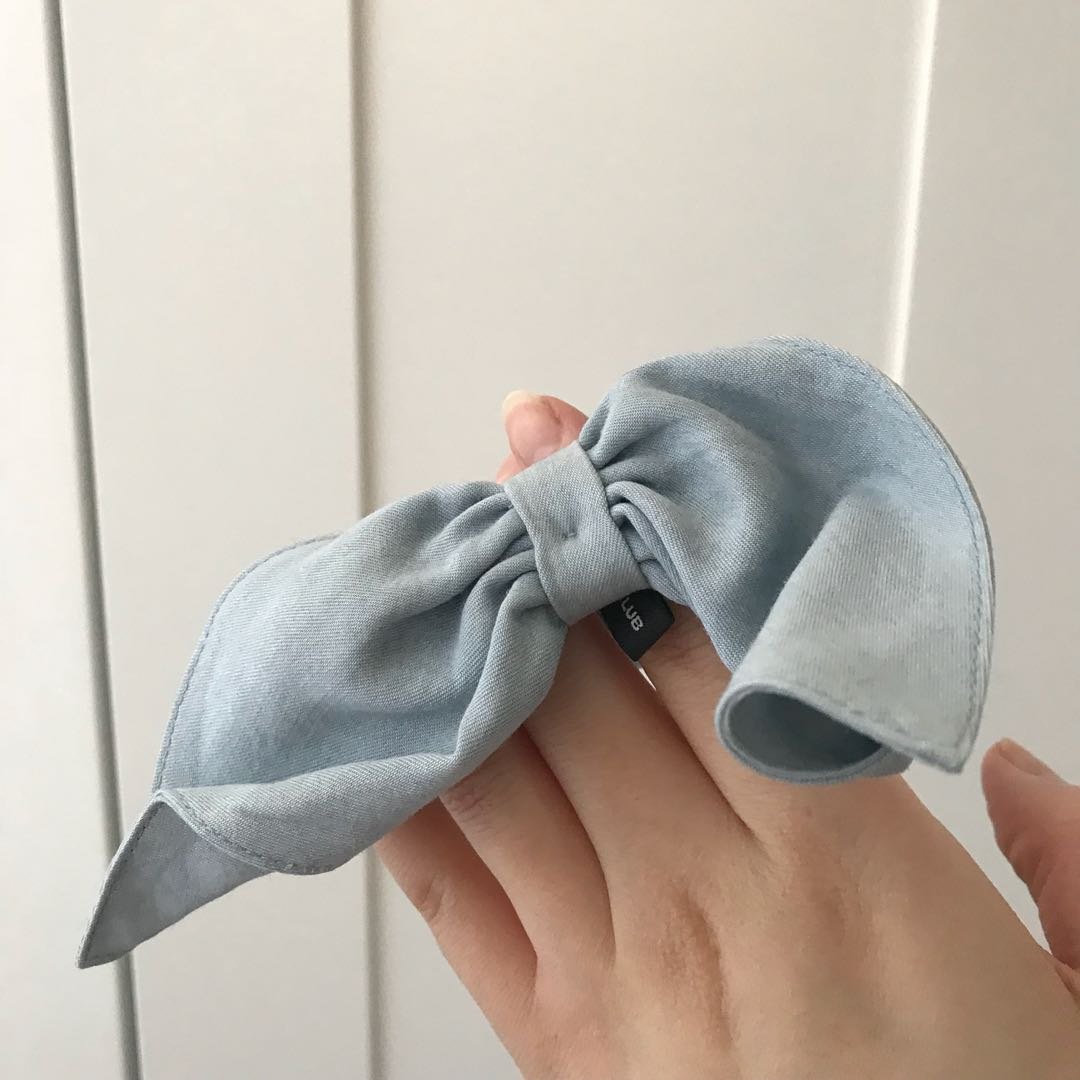 Club Monaco hair scrunchie