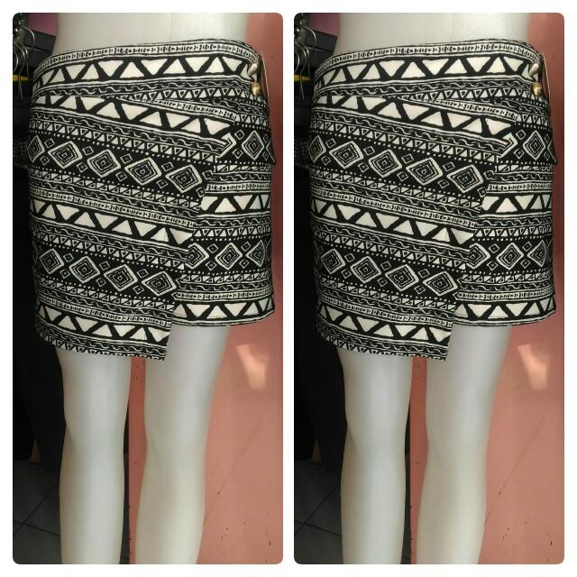 Hot pants hitam putih