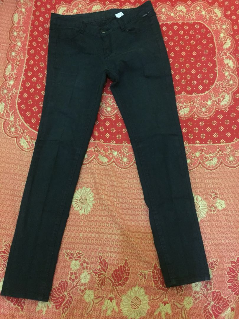 Jeans hitam ❗️❗️