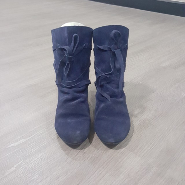 N. Blue seude boots (US36)