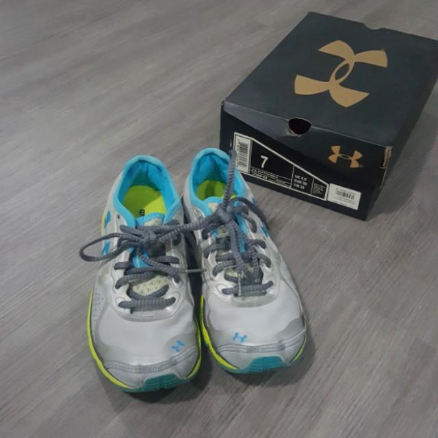 Under Armour rubber shoes (US7)