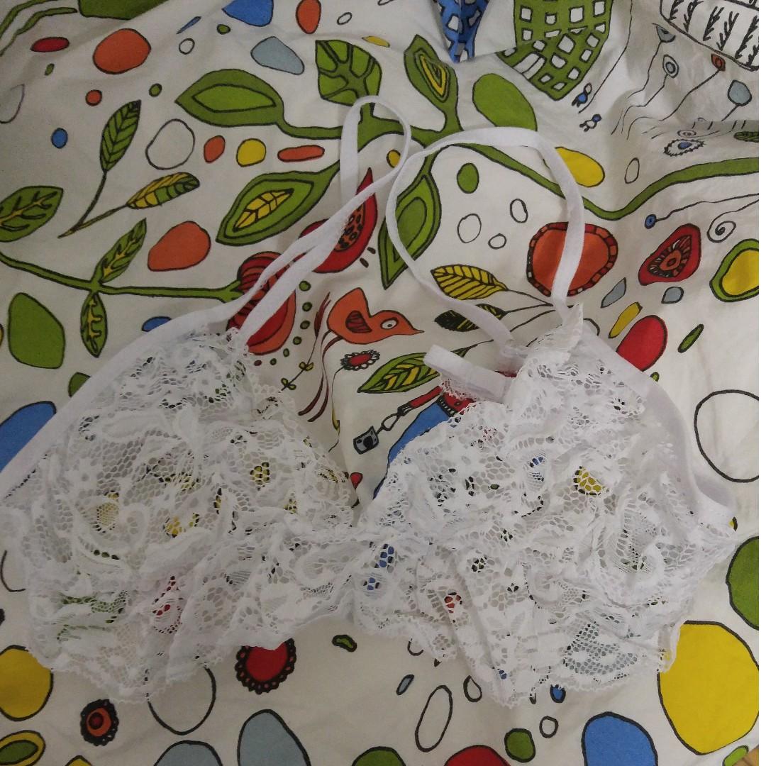 White lace bralette w adjustable straps