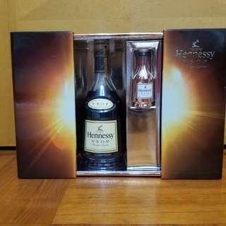 舊酒收藏Hennessy vsop Cognac 700ml /軒尼斯vsop干邑香港行貨贈品禮盒装