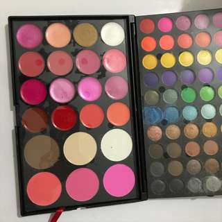 Eyeshadow and blush palette set
