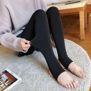 原色係深藍色 中學校服的深寶藍色 露腳既襪