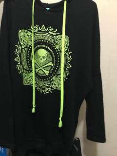 黑色骷髏骨寬鬆衛衣