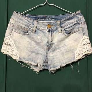 American Eagle 蕾絲鏤空刷白牛仔短褲