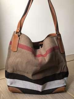 90% Burberry shoulder bag
