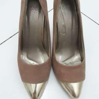 Sepatu hills wanita