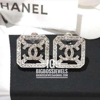 Silver Diamond Like Swarovski Crystals Square Earrings