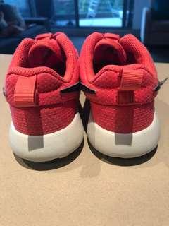 Girls sneaker size 1Y