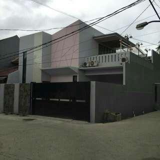 Rumah mewah swimming pool Jakarta timur