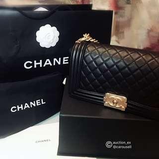 Chanel boy BOY CHANEL 黑色金扣季節性口蓋包