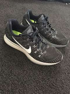 NIKE running zoom structure