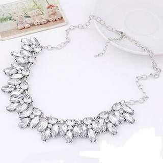 Kalung berlian elegan cantik