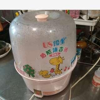 奶瓶消毒鍋 水蒸式免運 可放六隻奶瓶 奶嘴架 有水垢,可自用小蘇打水洗 功能正常 售出不退