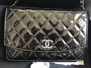 Chanel 黑色漆皮限量版woc