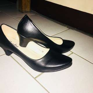 Black pointed shoes