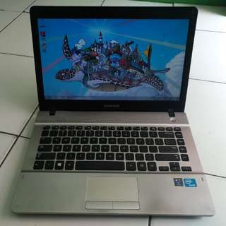 Laptop Design And Game Samsung 300E Silver Mulus Likenew Batre Awet