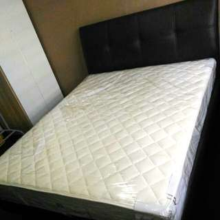 Moving overseas Sale - queen bed