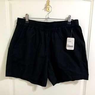 Roots 黑色麻布短褲