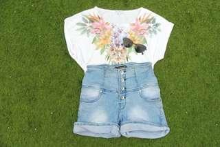 👚: Cotton On white short flower 40k 👖: short high waist jeans 55k