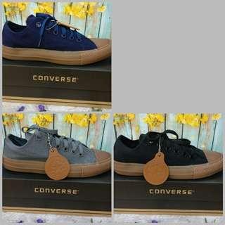 Sepatu pria converse canvas sneakers